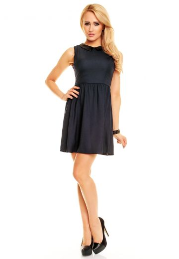 Тъмна рокля с яка