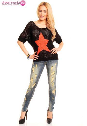 Пуловер в черно със звезда