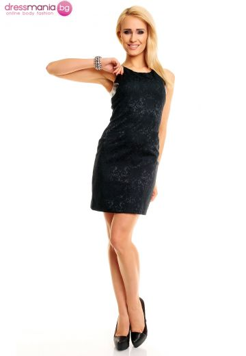 Нежна черна рокля с флорален релеф