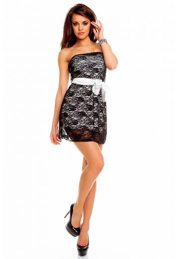 Къса рокля в бяло с черна дантела
