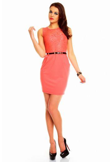 Стилна рокля в нежен цвят