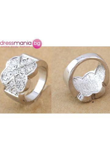 Масивен дамски пръстен с кристали цвете