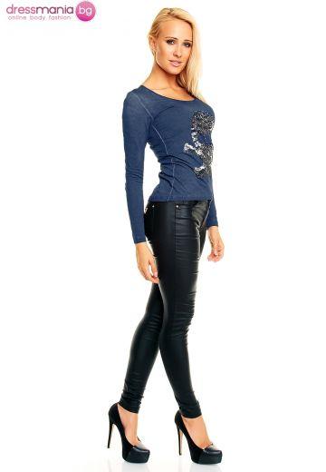 Блуза в синьо с атрактивна апликация