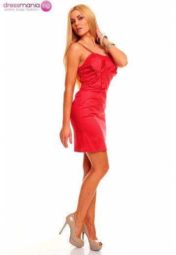 Червена рокля с тънки презрамки