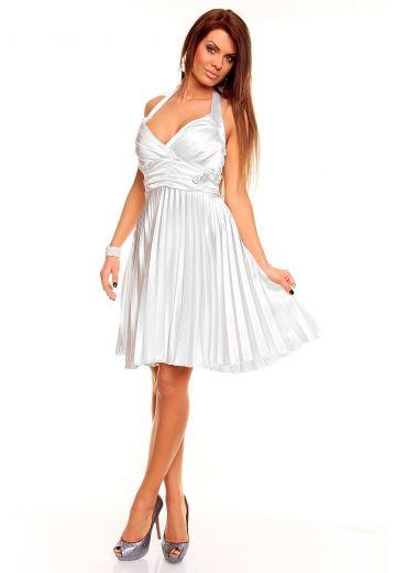 Бяла плисирана рокля с гол гръб