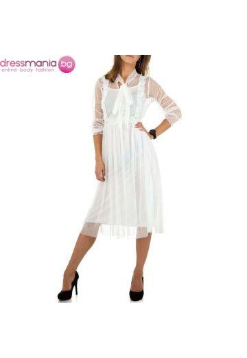 Бяла дантелена рокля с класическа дължина