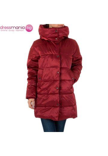 Зимно дамско яке във винено червено