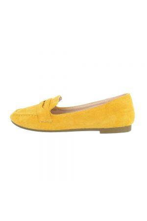 Жълти мокасини в класически дизайн