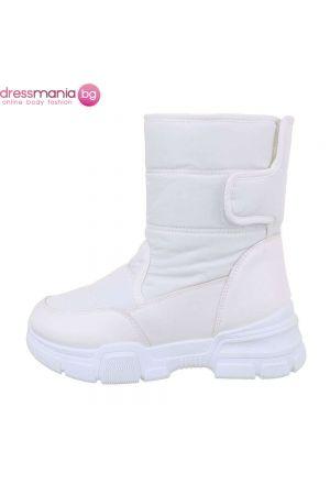 Зимни ботуши с обемиста подметка в искрящо бял цвят