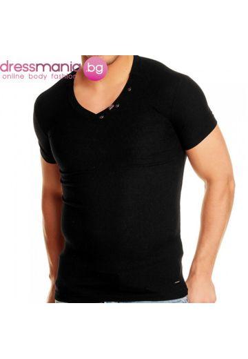 Черна тениска рипс с остро деколте