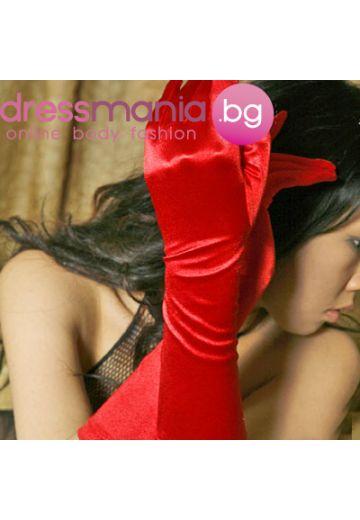 Червени сатенени ръкавици