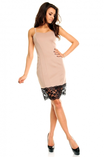 Елегантна рокля в беже с дантела