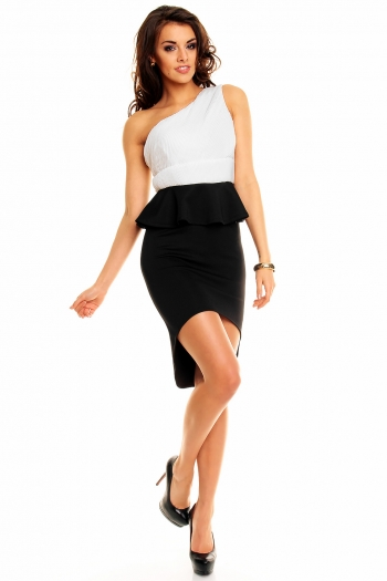 Крепирана асиметрична рокля в черно и бяло