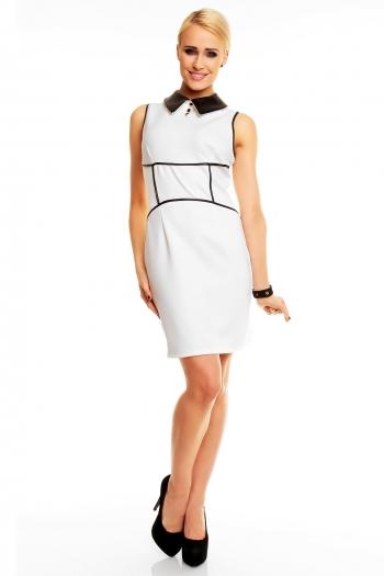 Изискана рокля в бяло с кожена яка