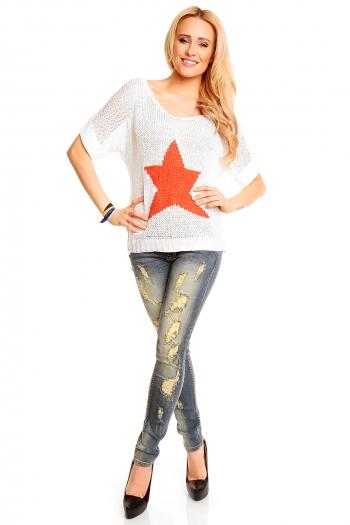 Пуловер в цвят крем със звезда