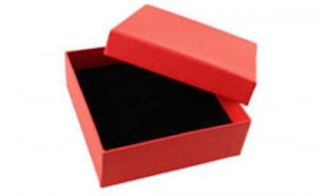 Червена подаръчна кутия квадратна Dekolte