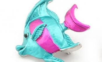 Брошка риба в синьо и розово