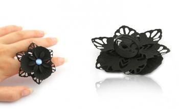 Пръстен черно цвете със син камък Dekolte