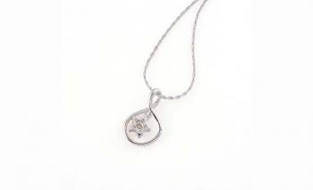 Нежна висулка с циркониево цвете с кристал Dekolte