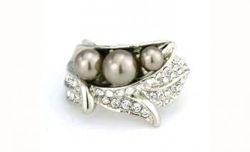 Изключителен дамски пръстен с перли и кристал