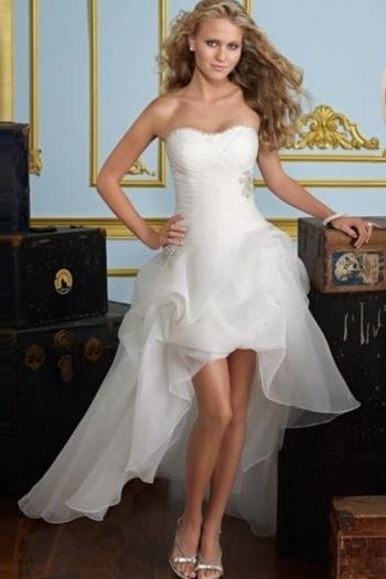 Асиметрична булчинска рокля