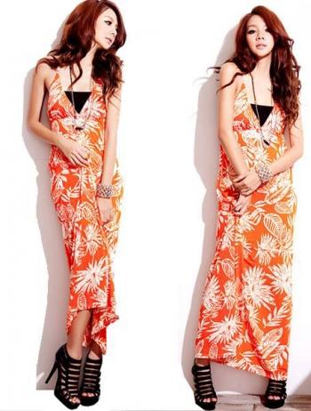 Дълга лятна еластична рокля в оранжево и бяло