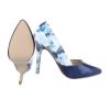 Стилни лачени обувки на висок ток с флорална задна част в синьо