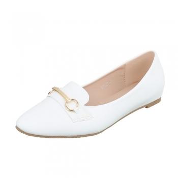 Островърхи балеринки с нежна декорация в бяло