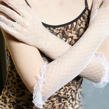Дълги бели ръкавици от дантела